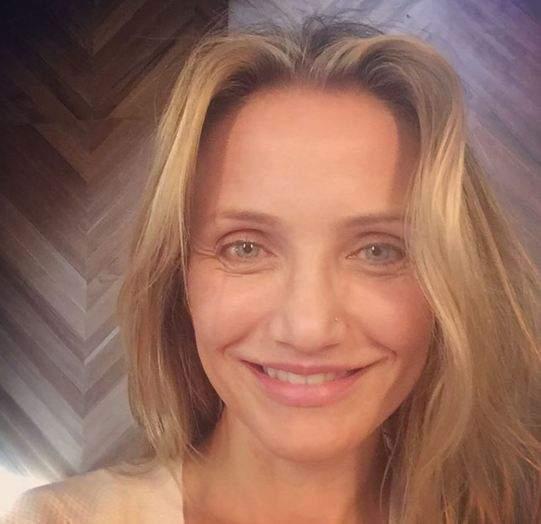 Кэмерон Диас объявила конкурс селфи для новой книги