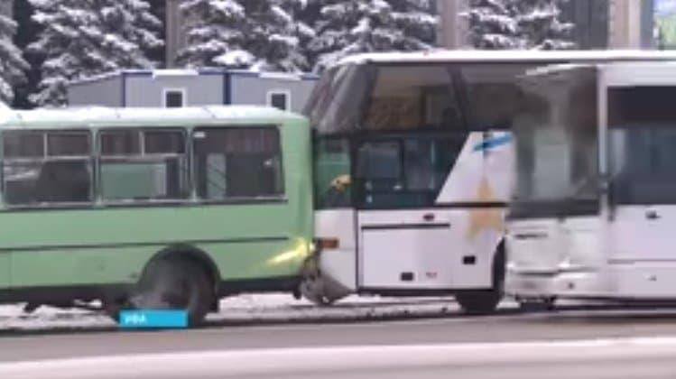 ВУфе вмассовом ДТП пострадали инкассаторы идва автобуса