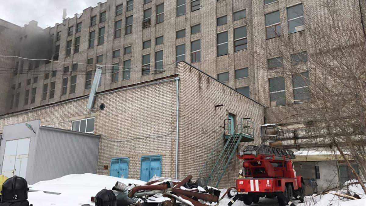 В Уфе горел заброшенный завод на улице 50 лет СССР