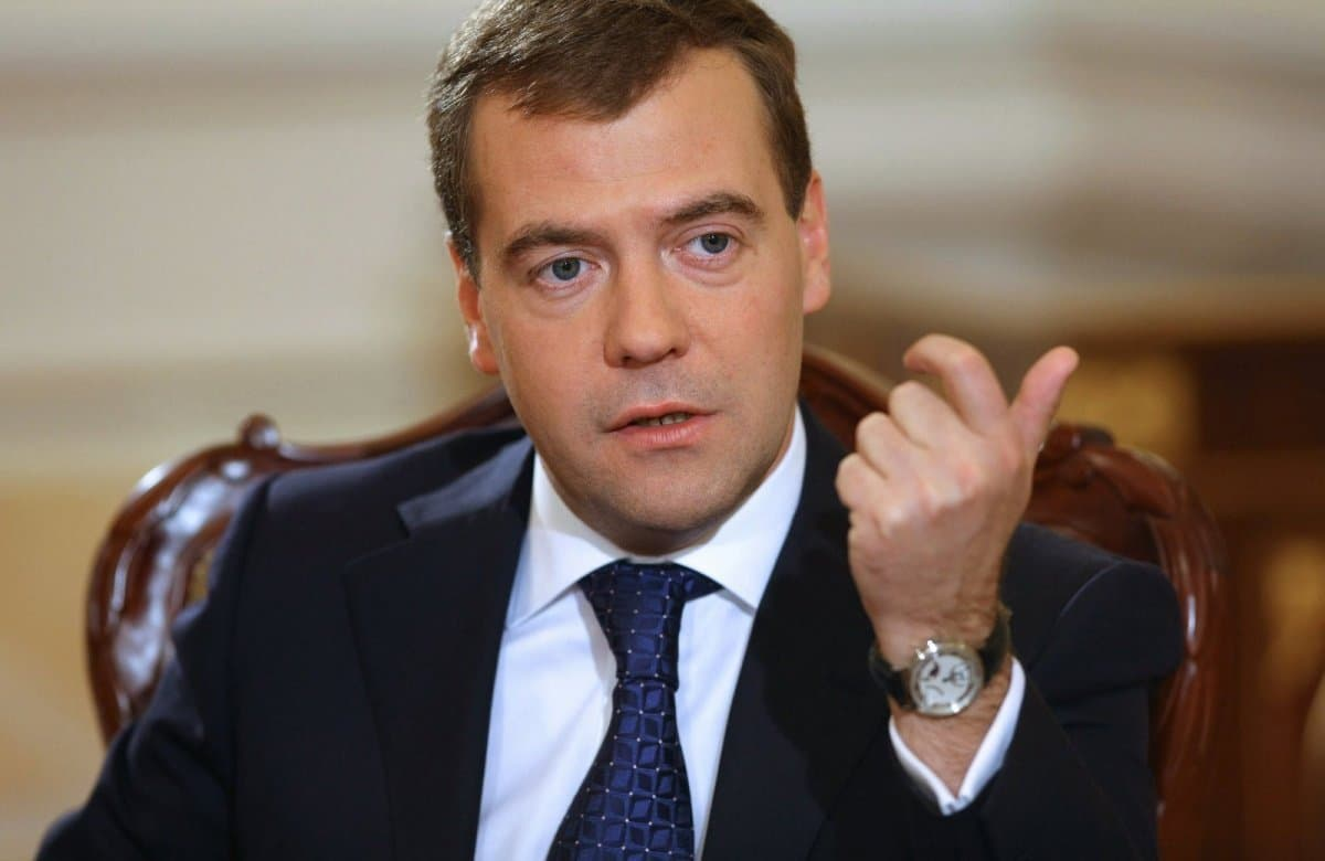 Деньги отприватизации «Роснефти» перечислят вбюджет— Медведев
