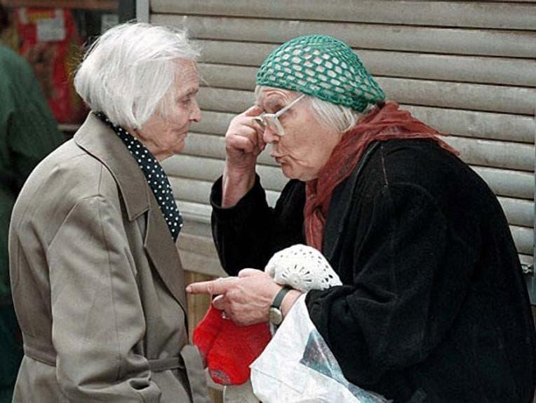 67-летнюю пенсионерку, которая подожгла свою соседку, осудили на 5 лет