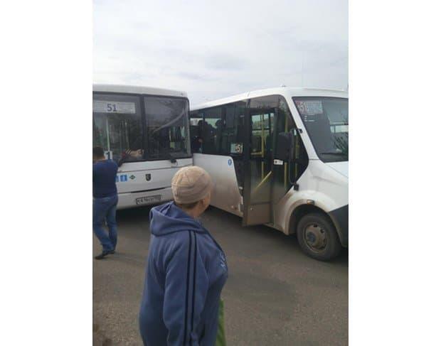 ДТП вУфе: Маршрутный автобус иПАЗ неподелили дорогу