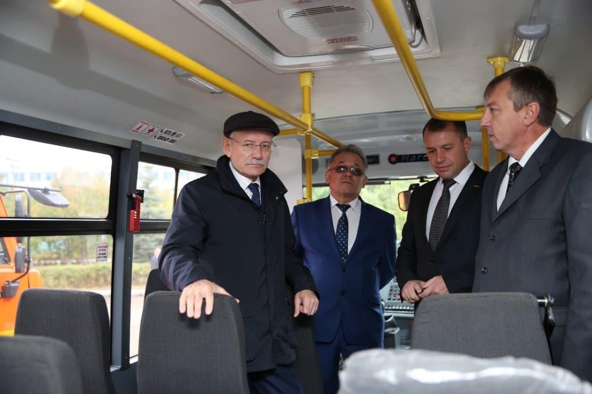 Рустэм Хамитов потребовал, чтобы башкиро-бразильские автобусы упали вцене