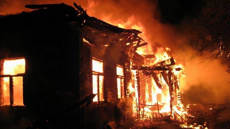Двое запертых в квартире детей устроили пожар: Пострадавшие в больнице