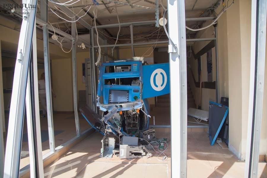 В Уфе ночью взорвали отделение банка: полиция ищет грабителя