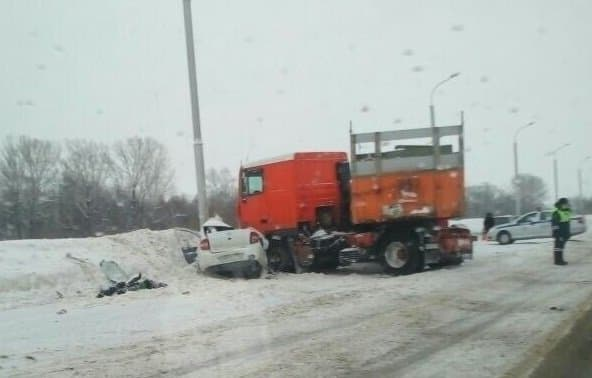 В Башкирии на трассе столкнулись грузовик и легковушка есть погибший