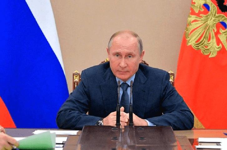 Путин поручил Медведеву оценить реальную налоговую нагрузку на россиян
