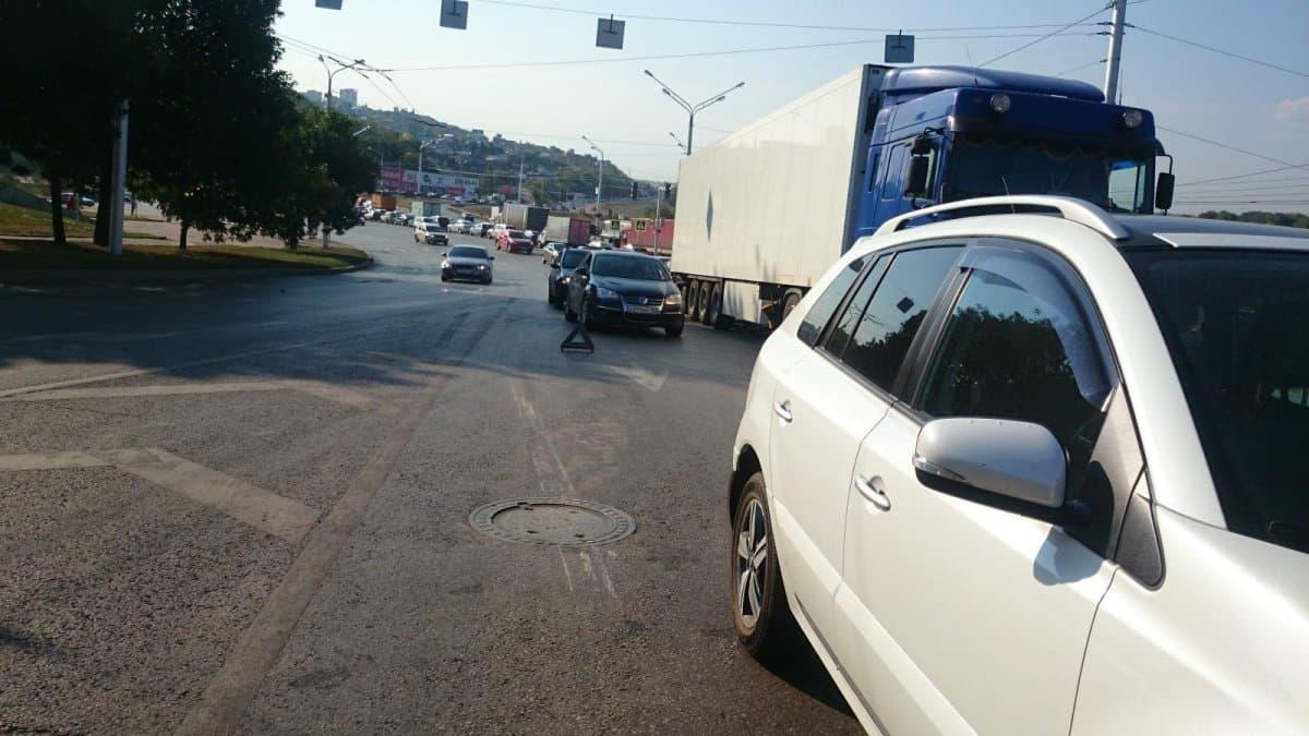 ВУфе нетрезвый мотоциклист без прав врезался виномарку, пострадала пассажирка