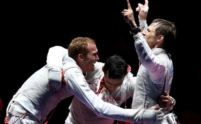 Путин поздравил командуРФ пофехтованию нарапирах сзолотом Олимпиады
