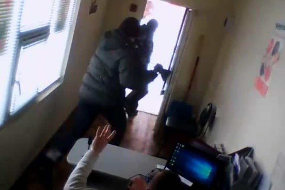 ВБашкирии 36-летний мужчина напал с тесаком на кабинет микрофинансирования