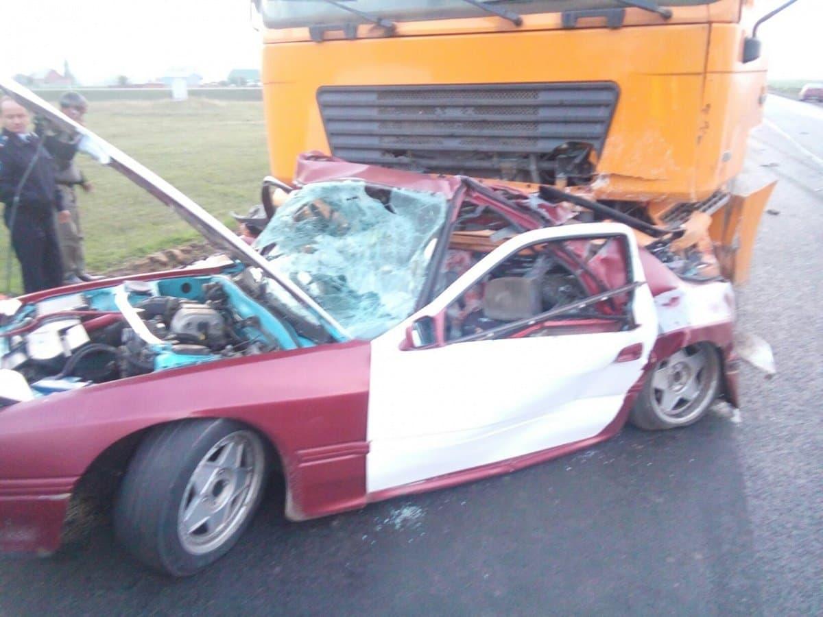 ВБашкирии фургон смял автомобиль Мазда, умер шофёр