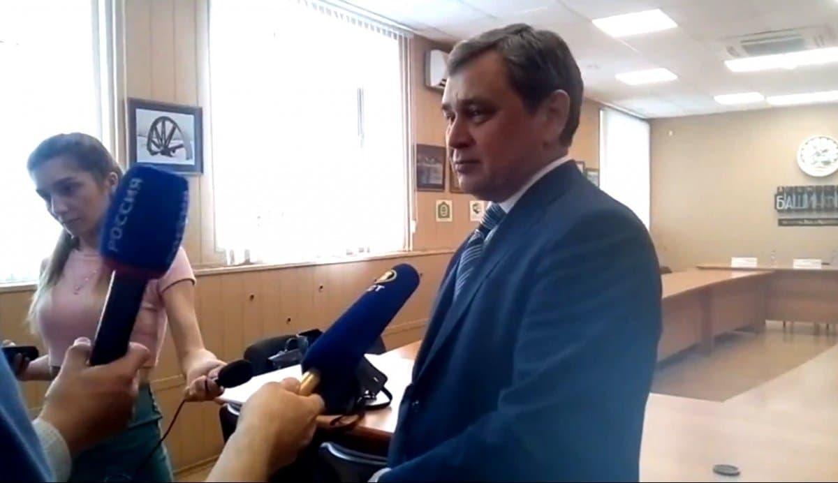 Видео. Глава ЦИК Башкирии убежал от журналистов, задавших неудобный вопрос