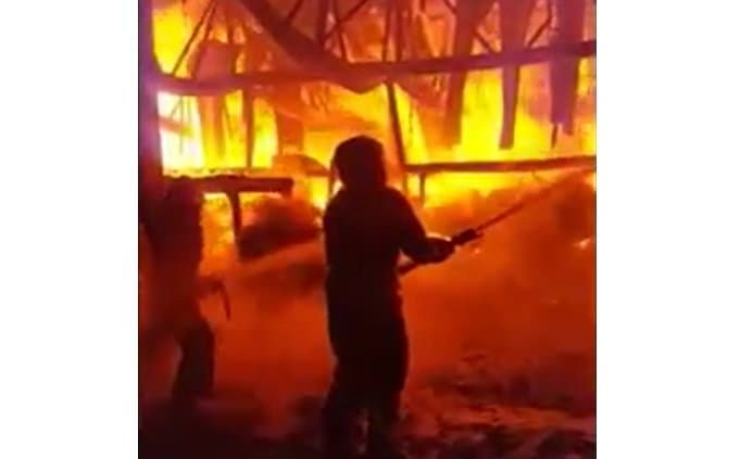 Размещено видео крупного пожара вУфе наскладе