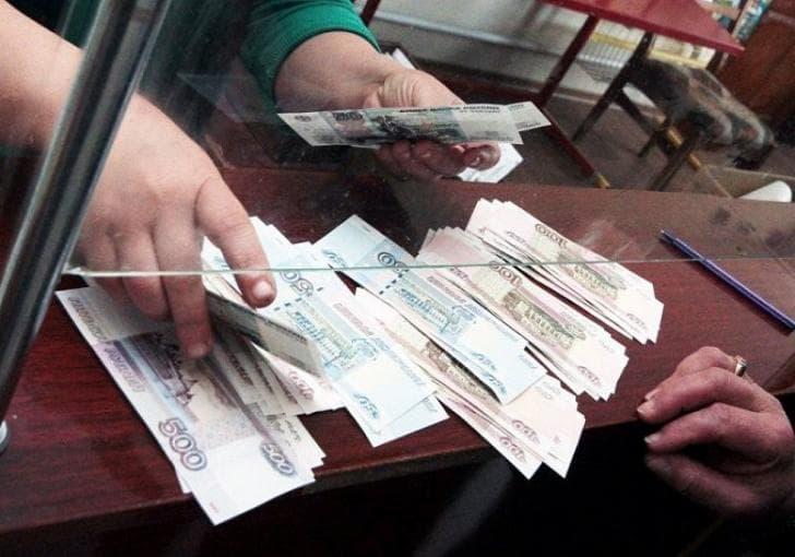 Путин: Те, кто уводят доллар от РФ, стреляют себе чуть выше ноги
