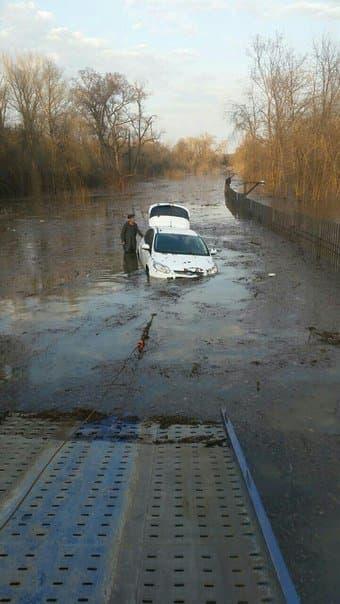 В Уфе чуть не утонул автомобиль
