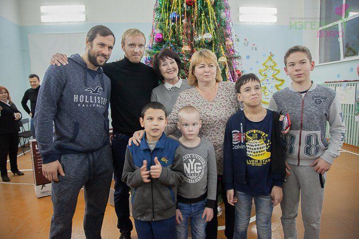Возобновляя традиции. Особенные дети получили подарки от ХК «Салават Юлаев»