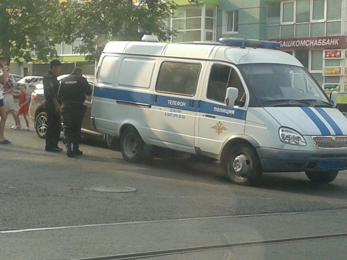 В Уфе в полицейскую Газель въехало легковое авто