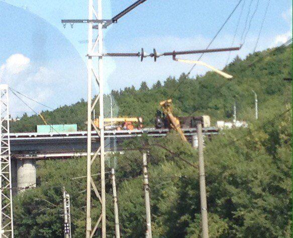 Нановом Затонском мосту вУфе упал автокран