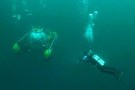 Наместо крушения Ту-154 направлено два подводных аппарата