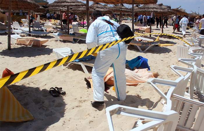 Число жертв теракта в Тунисе достигло 39 человек