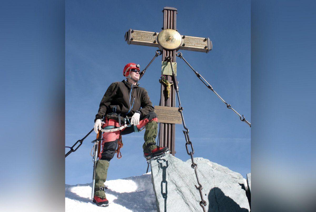 При восхождении на Эверест погиб альпинист из Башкирии Рустем Амиров