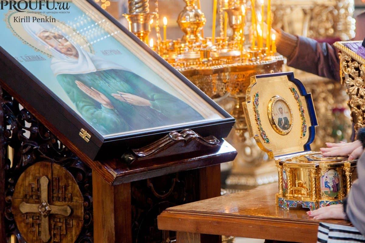 В Уфе к ковчегу с мощами Святой Матроны постоянно идут люди