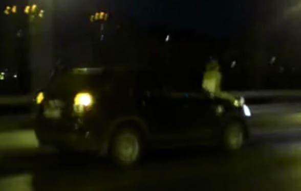 ВБашкирии девушка набольшой скорости прокатилась накапоте автомобиля