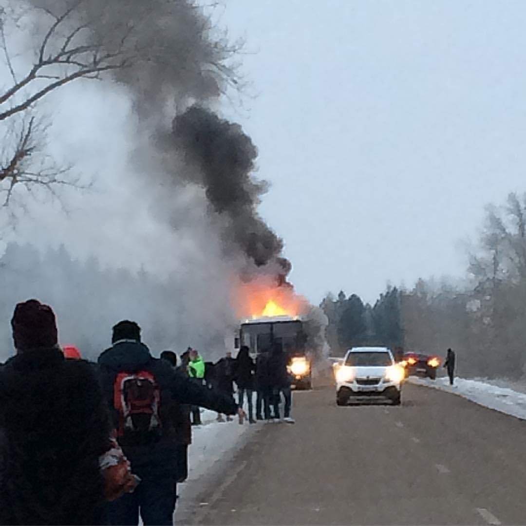 Натрассе дотла сгорел автобус