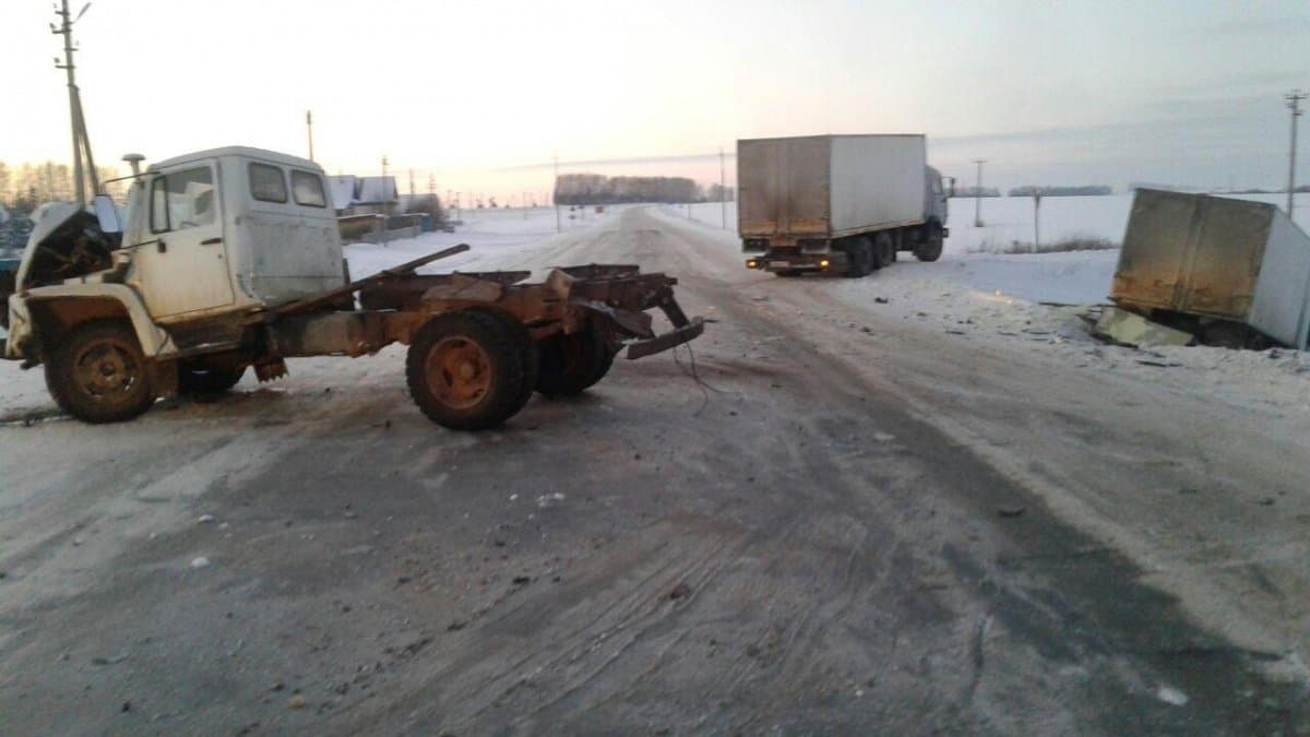 Три человека ранены при столкновении 2-х фургонов вБашкирии