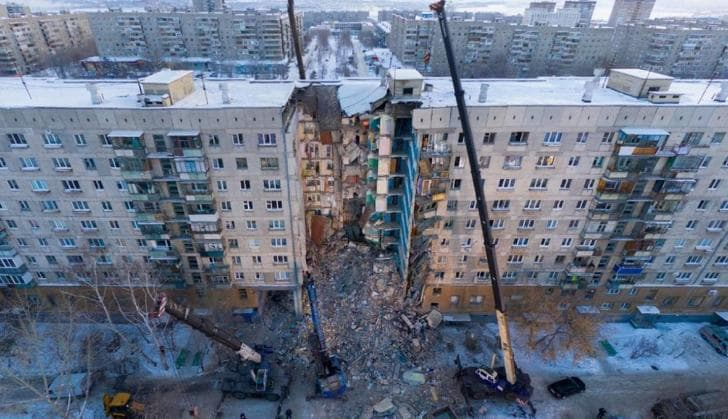 Основной версией обрушения части жилого дома вМагнитогорске остается взрыв бытового газа