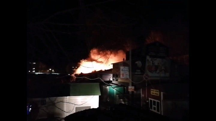 Пожар вБашкирии: Центральный рынок полыхает