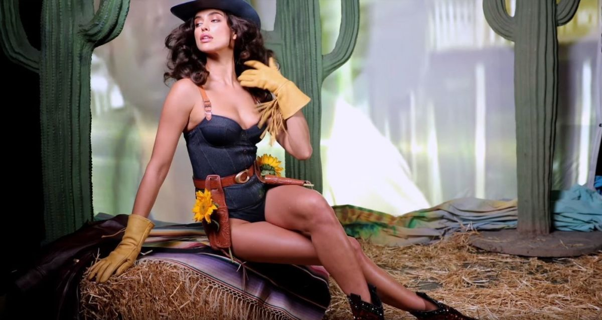 Модель Ирина Шейк снялась всоблазнительном видео
