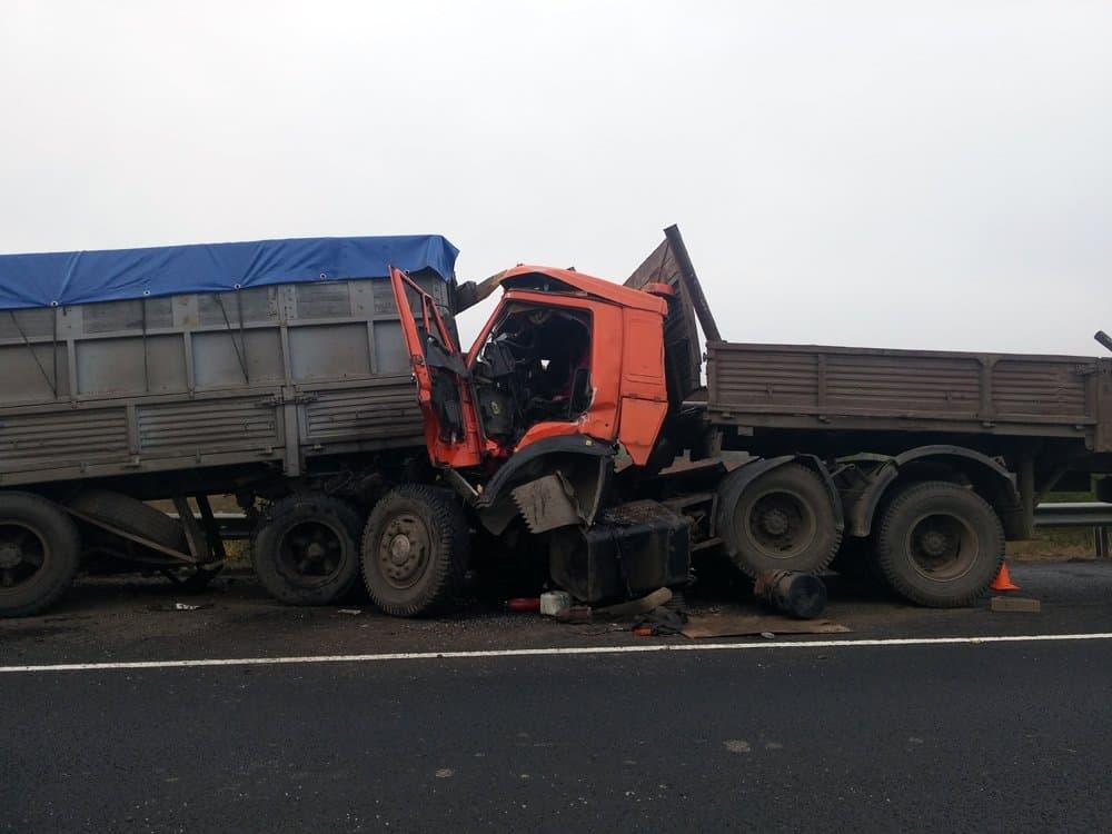 ВБашкортостане столкнулись два «КамАза»: один шофёр скончался