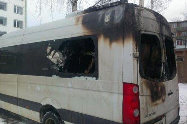 В Уфе сгорели два микроавтобуса