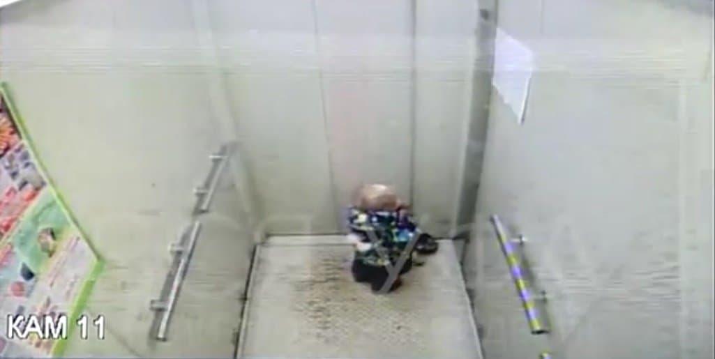 ВУфе воспитатели частного детсада забыли 2-летнего ребенка влифте