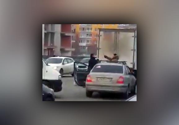 Два водителя подрались наулице вУфе— Дорожные войны