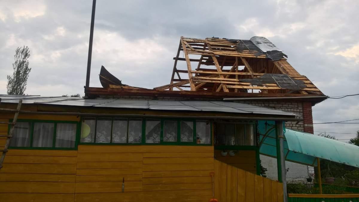 ВБашкирии ураганный ветер снес крыши жилых домов