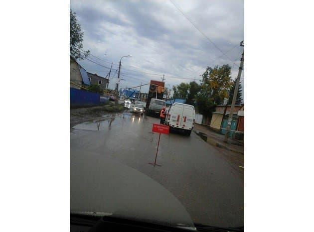 ВУфе из-за происшествия надороге с«КамАЗом» повреждены газопровод иэлектроопора