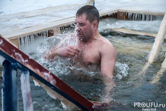 Крещение Господне: в РФ сотни тыс. человек приняли участие вкупаниях
