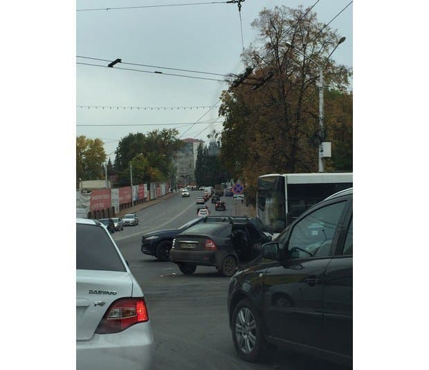 Автобус сдетьми попал вДТП вцентре Уфы