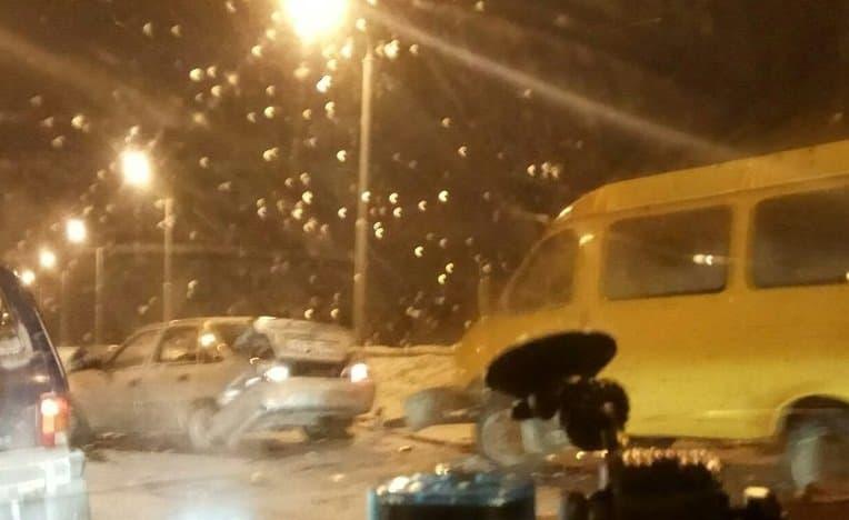 ВУфе «ГАЗель» въехала впопутную «Нексию», скоторой столкнулся встречный «Форд»