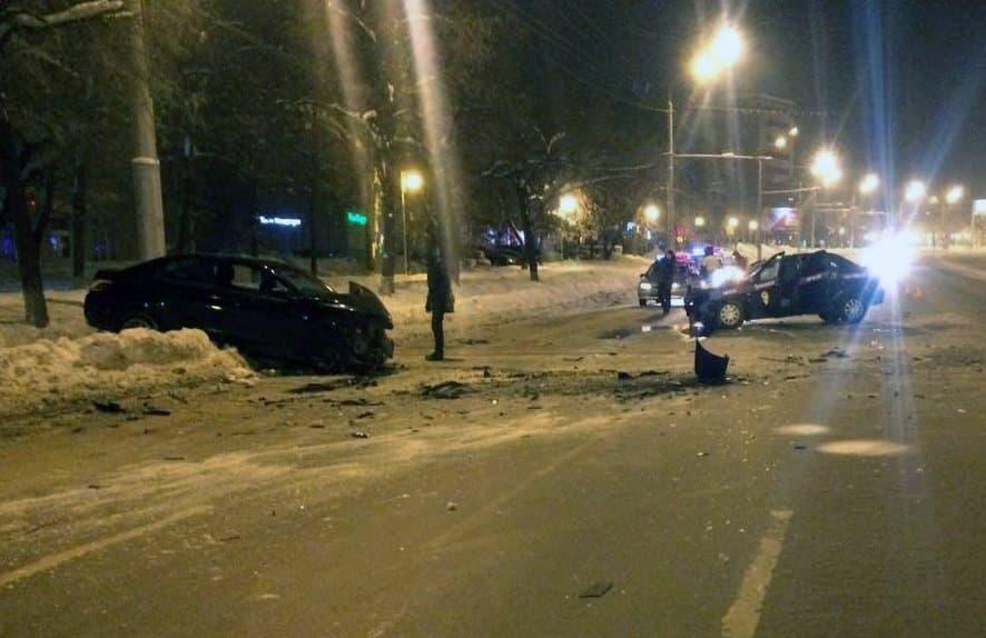 ВУфе Рено Logan протаранил встречную Peugeot (Пежо) 301: пострадали 4 человека