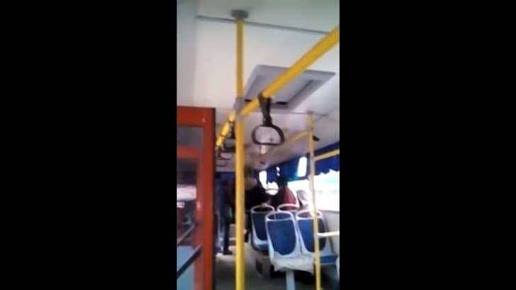 В Башкирии мужчину кондуктор высаживала из автобуса под угрозой электрошокера