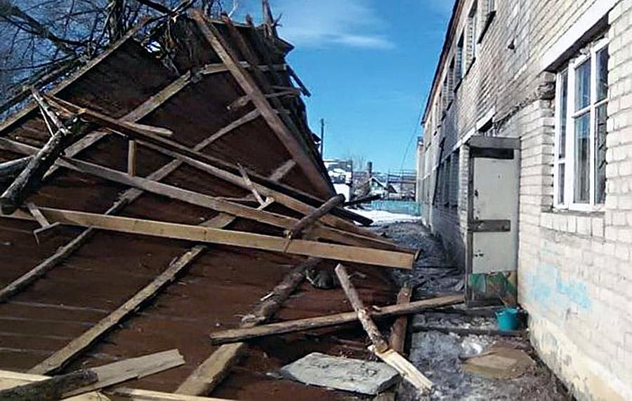 ВБашкирии сильный ветер оставил общежитие колледжа без крыши