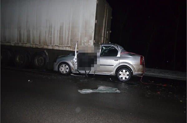 ВБашкирии иностранная машина врезалась вКАМАЗ, супруг ижена погибли наместе