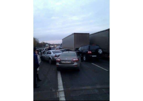 Из-за гололеда натрассе вБашкирии столкнулись неменее 10 авто