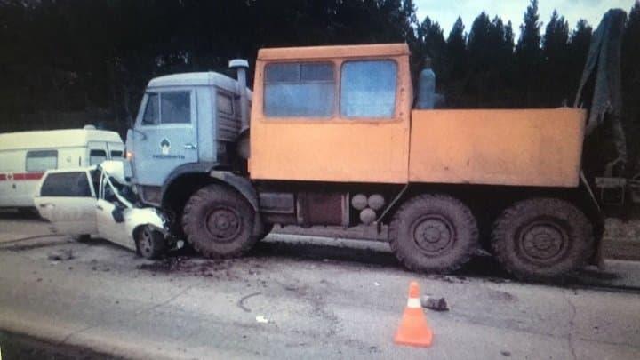 ВБашкирии столкнулись «Лада Калина» иКамАЗ: два человека погибли