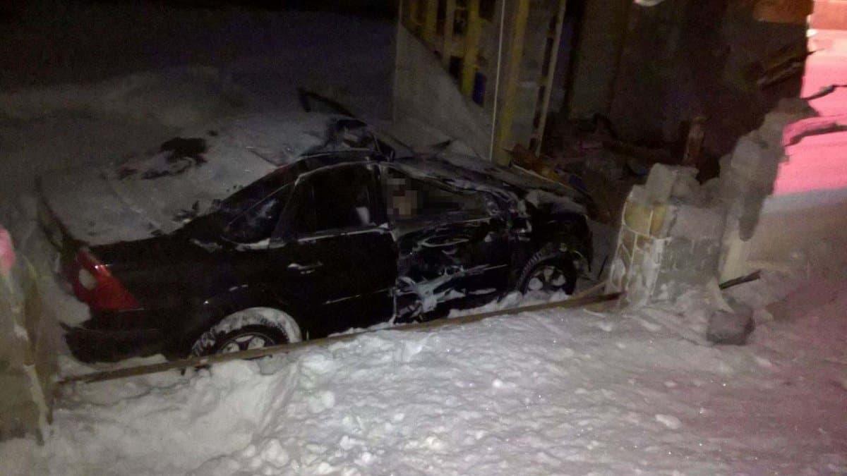 ВБашкирии три человка погибли вовлетевшем вгараж «Форде»