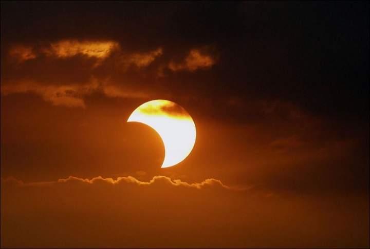 Редкое солнечное затмение можно увидеть уже данной ночью