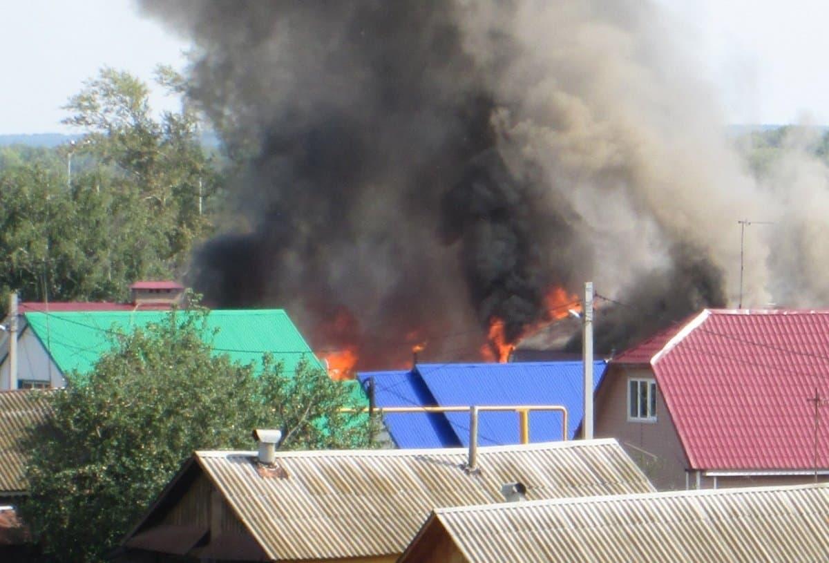 ВУфе вкрупном пожаре сгорели 5 домов и3 бани